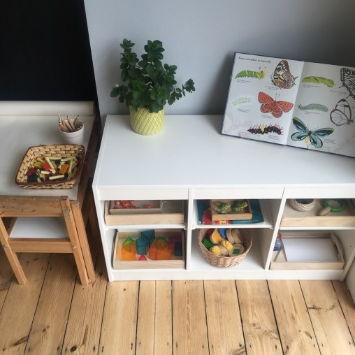 Prateleira montessori